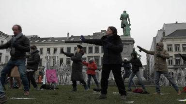 Méditation, tai chi et grève de la faim : Marie manifeste devant le Parlement européen