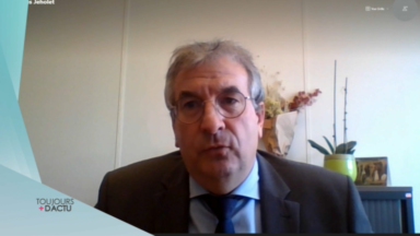 Les écoles ne fermeront qu'en derniers recours, annonce Pierre-Yves Jeholet