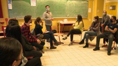 """""""TAKTIK"""" : donner la parole aux jeunes dans un journal télévisé futuriste"""