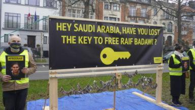 Amnesty manifeste devant l'ambassade saoudienne à Bruxelles pour réclamer la libération de Raif Badawi