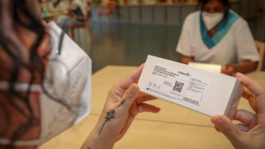 Iriscare invite ses maisons de repos bruxelloises à vacciner leur personnel soignant sans attendre