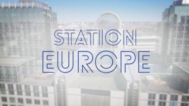 Station Europe : Le comédien, la députée, et le migrant…