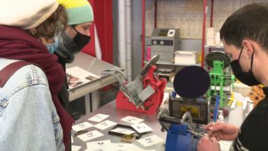 Un atelier de presse de cartes postales organisé à Kanal