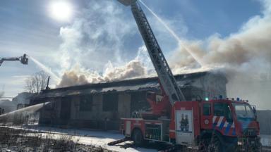 Incendie à l'ancienne gare d'Uccle-Calevoet : le toit du bâtiment s'est effondré (vidéo)