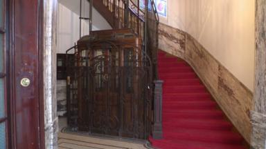 Les ascenseurs anciens bruxellois menacés par de strictes règles de modernisation
