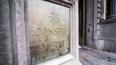 Voyages non-essentiels : des Bruxellois attaquent l'interdiction devant le Conseil d'Etat