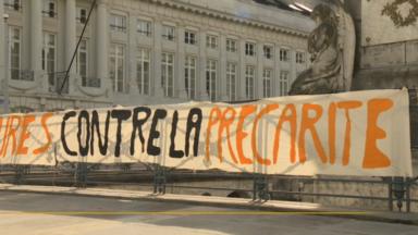 Les étudiants manifestent contre le coût élevé des études