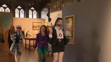 Les artistes du cabaret Mademoiselle mettent en valeur les œuvres de la Maison du Roi