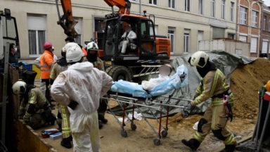 Un bras de grue tombe sur deux ouvriers à Anderlecht (photos)