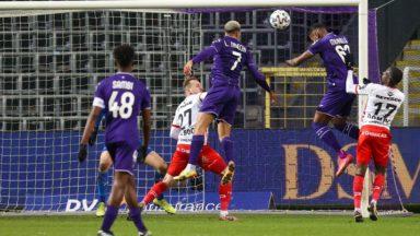 Football : le RSC Anderlecht bat Zulte Waregem (4-1) et repasse 4e