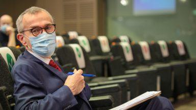 """La vaccination avec AstraZeneca se poursuit en Belgique : il serait """"irresponsable d'arrêter"""""""