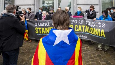 Des manifestants catalans dénoncent la levée de l'immunité parlementaire de trois élus indépendantistes