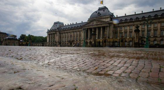 Pluie Nuages Place des Palais Bruxelles - Belga Nicolas Maeterlinck