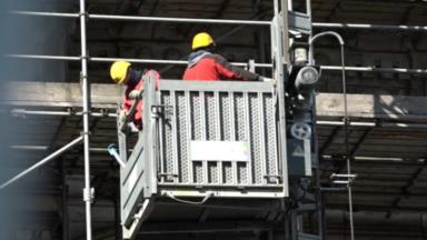 Palais de Justice : l'ascenseur mobile opérationnel pour la rénovation des échafaudages