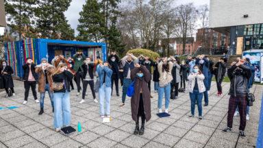 Une cinquantaine d'étudiants manifestent à l'ULB pour davantage de présentiel