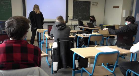 classe école ordinateur - Covid-19 Masque - Capture BX1