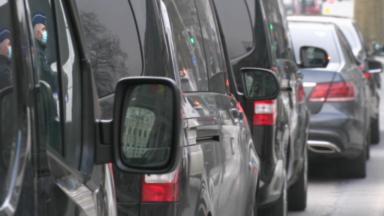 Uber : une centaine de chauffeurs LVC ont manifesté devant le cabinet de Rudi Vervoort