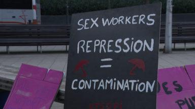 """""""Stop à l'hypocrisie"""" : les travailleuses du sexe manifestent pour une reprise et un statut"""