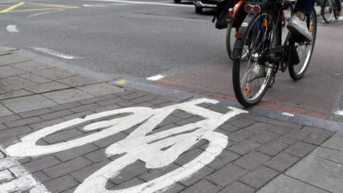 Des clous sur une piste cyclable : conséquence du conflit entre cyclistes et automobilistes ?