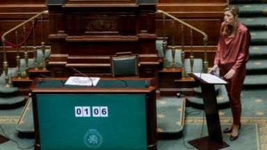 """Projet de Loi Pandémie : """"un chèque en blanc"""", estime la constitutionnaliste Anne-Emmanuelle Bourgaux"""