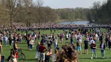 La police sécurise vendredi les entrées au parc du Cinquantenaire et au bois de la Cambre