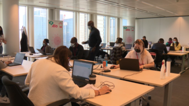 Vaccination : immersion dans un call center en effervescence