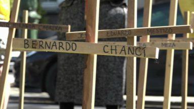 64 croix devant l'ambassade de Colombie pour dénoncer les assassinats de défenseurs de l'environnement