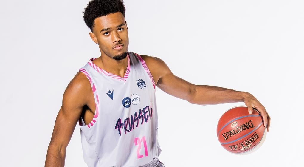 Elijah Tshibangu - Phoenix Brussels Basket - Belga Jasper Jacobs