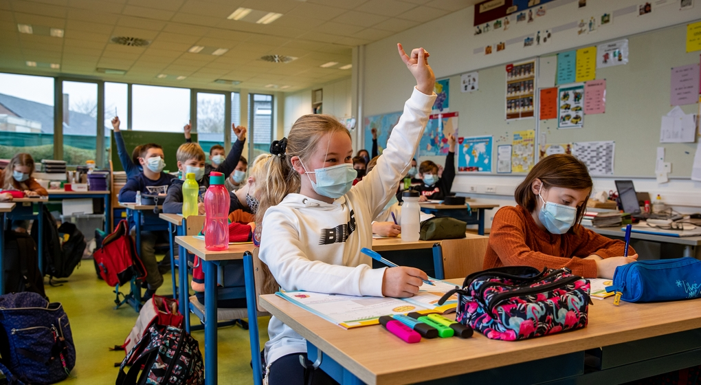 Enfants Masques Classe Primaire Belga Kurt Desplenter