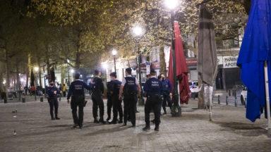 Une centaine de personnes se sont rassemblées sur la place Sainte-Catherine vendredi soir
