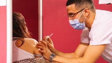 Coronavirus : une troisième injection du vaccin serait nécessaire