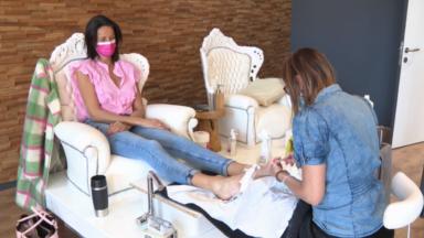 Coiffeurs, tatoueurs, soins esthétiques : les métiers de contact espèrent retrouver leurs clients
