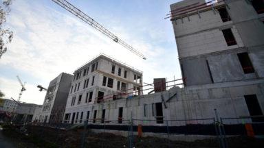 Après un accident mercredi, les travaux de la prison d'Haren ont repris hier