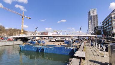 Le pont Suzan Daniel s'est posé au-dessus du canal de Bruxelles