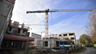Le chantier de la méga prison de Haren suspendu après un accident