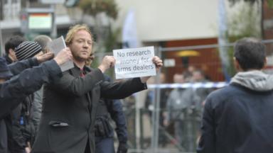 Manifestation devant la Sabca pour dénoncer l'exportation d'armes