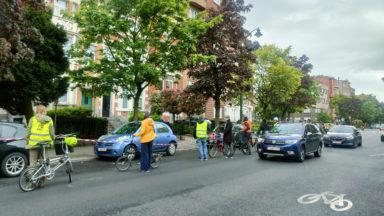 Forest : une chaîne de cyclistes pour des pistes sécurisées boulevard Van Haelen