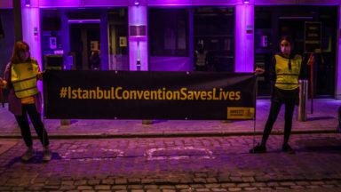 10 ans de la Convention d'Istanbul: Amnesty projette du violet sur l'ambassade de Turquie