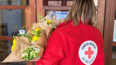 Pour la fête des mères, des bouquets offerts par la Croix-Rouge dans les maisons de repos bruxelloises