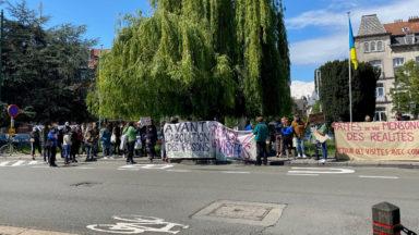 Des proches de détenus manifestent devant la Prison de Saint-Gilles