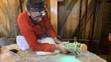 Un des derniers tailleurs de meules du pays en action à Woluwe-Saint-Lambert