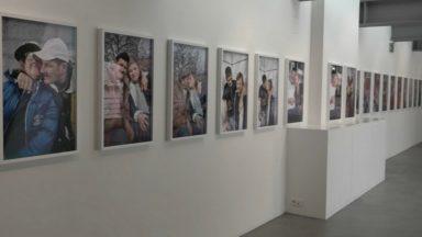 """""""Regarde mon histoire"""" : une expo introspective de dix photographes formés en Belgique"""