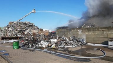 Bruxelles : incendie dans une usine de recyclage de métaux, un pompier hospitalisé