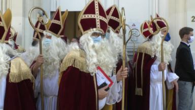 Des policiers déguisés en Saint-Nicolas demandent une revalorisation salariale