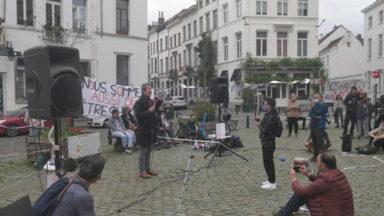 Église du Béguinage : manifestation de soutien aux grévistes de la faim