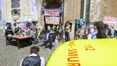 Grève de la faim des sans-papiers à Bruxelles: les collectifs exigent une solution urgente