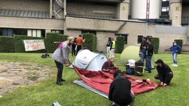 Les recteurs d'universités alarment sur l'état de santé des grévistes de la faim à Bruxelles