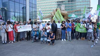 Manifestation devant la tour des finances pour plus de justice fiscale