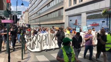 Plusieurs centaines de personnes manifestent en soutien aux sans-papiers en grève de la faim
