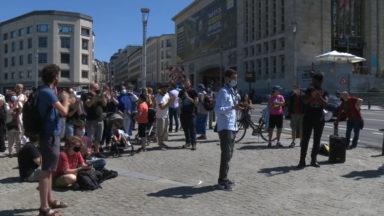 Sans-papiers : une manifestation demande la régularisation des grévistes de la faim
